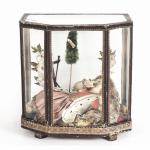 TECA SCANTONATA IN VETRO SOFFIATO E CARTA XIX secolo contenente Gesù Bambino